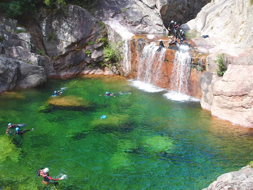 Randonn es canyoning escalade bavella en corse du sud for Col de bavella piscine naturelle